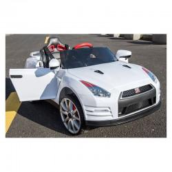 Coche eléctrico para niños NISSAN GTR-R35 color blanco con mando parental 2.4G